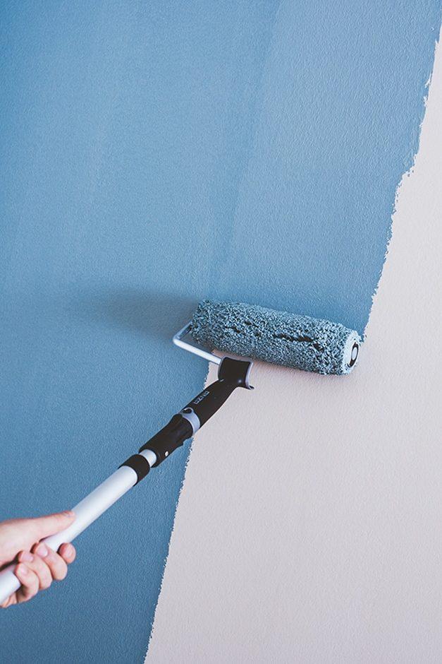 Vägg målas med roller från Orkla House Care AB (f.d. Anza).